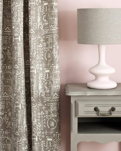 Annie-Sloan-Chalk-Paint-French-Linen-Side-Table