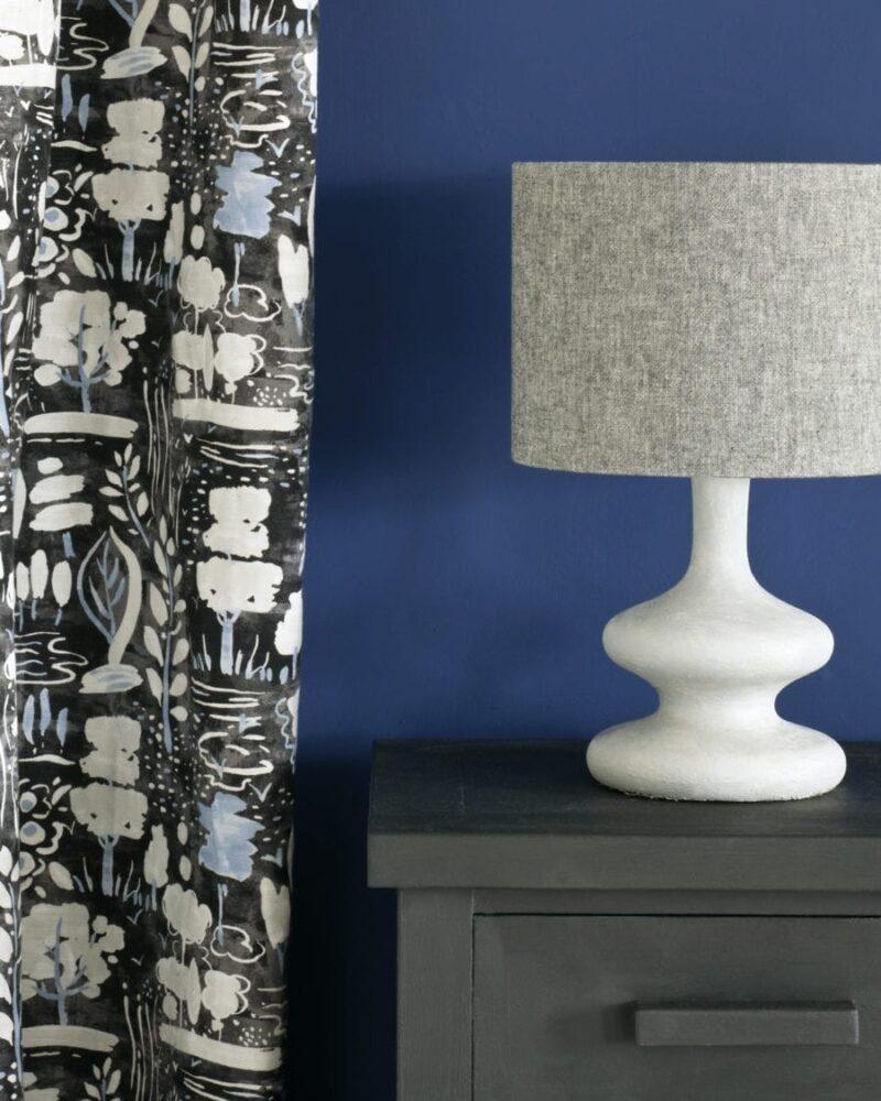 Annie-Sloan-Chalk-Paint-Graphite-Side-Table